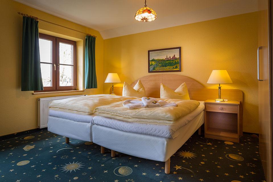 m Stettiner Hof gönnen Sie sich den Komfort, den Sie sich auf Ihrer Urlaubs- oder Geschäftsreise wünschen.